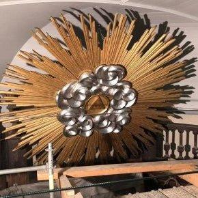 restauration d'une Gloire , feuilles argentées et feuilles d'or, (...)